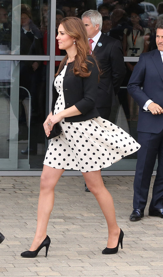 kate_middleton_looks_adorbs_in_polka_dot_topshop_dress